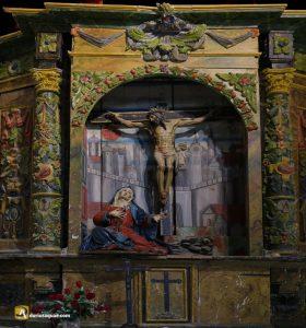 Detalle de uno de los retablos de Santa Maria