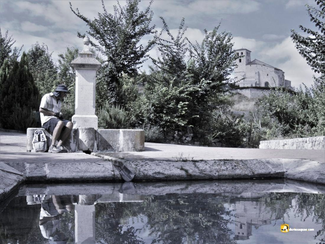 Durius Aquae: Fuente y lavaderos en Fompedraza, al fondo su iglesia