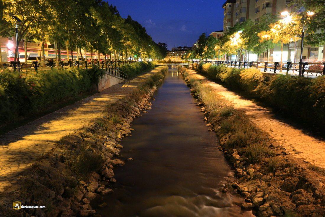 Vista nocturna actual del río Esgueva