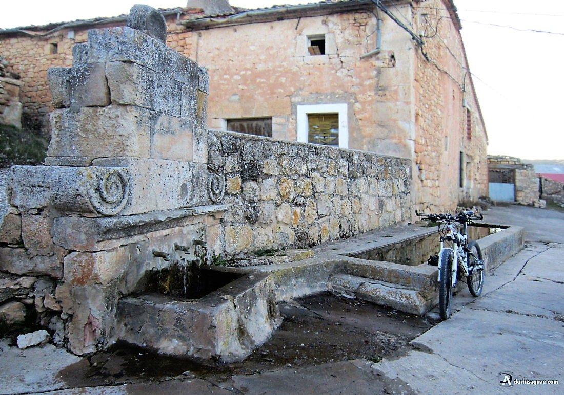 Durius aquae: fuente y pilón en Villasayas