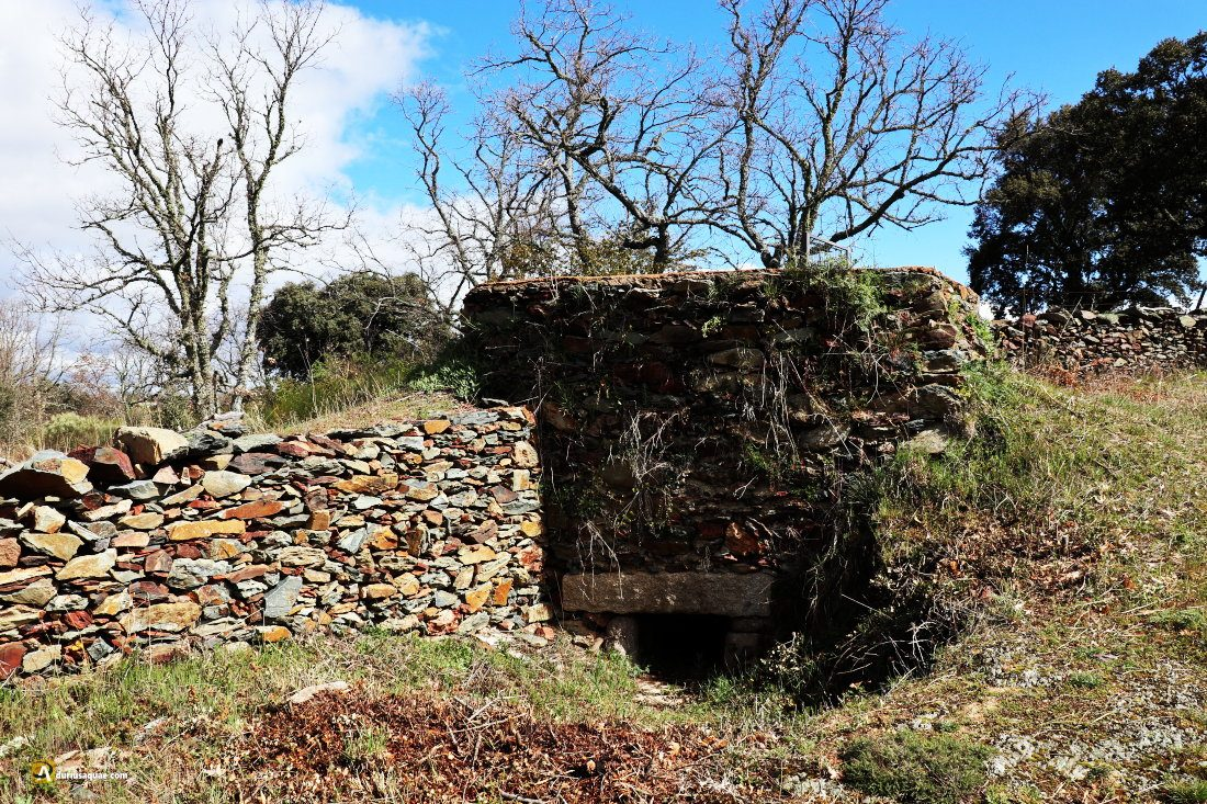 Escurial de la Sierra: horno de cal