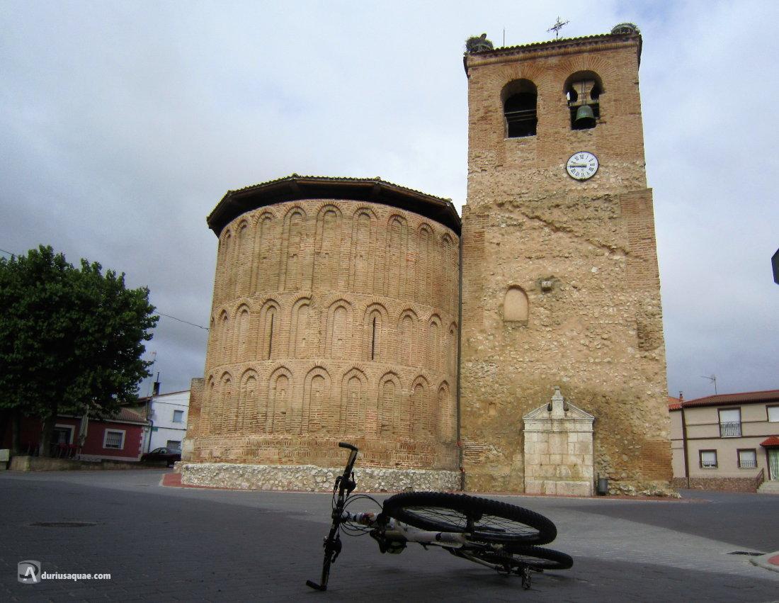 Románico-mudéjar en Alcazarén: San Pedro con su fuente insertada