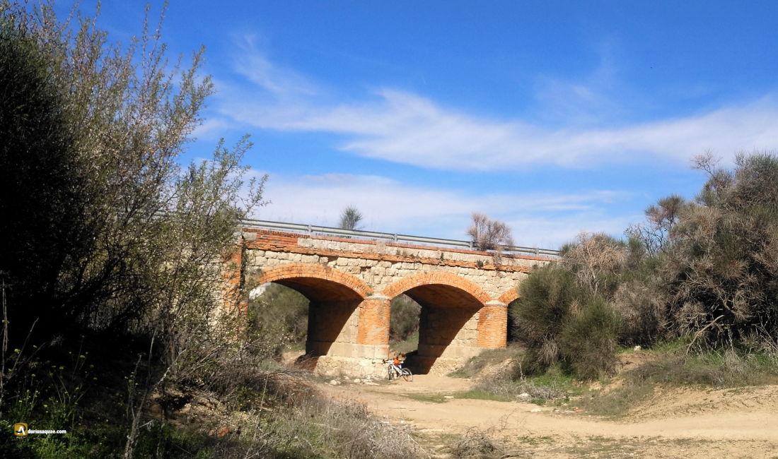Puente de los Tres Ojos sobre el arroyo del Caño