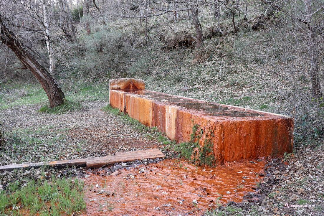 """Una de las fuentes """"rojas"""" junto al Rubagón"""
