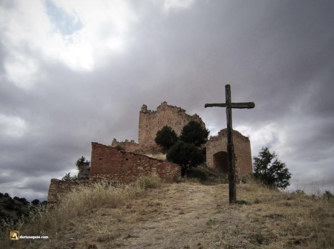 Castillo y cruz en Castillejo de Robledo