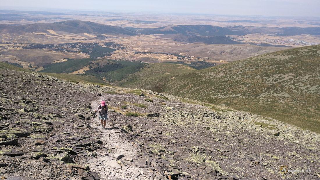 Subiendo hacia el monte Moncayo. Atrás Castilla