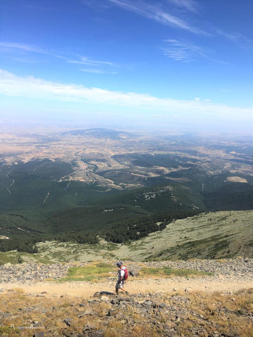 Descenso hacia el Santuario con las vistas de Parque Natural del Moncayo
