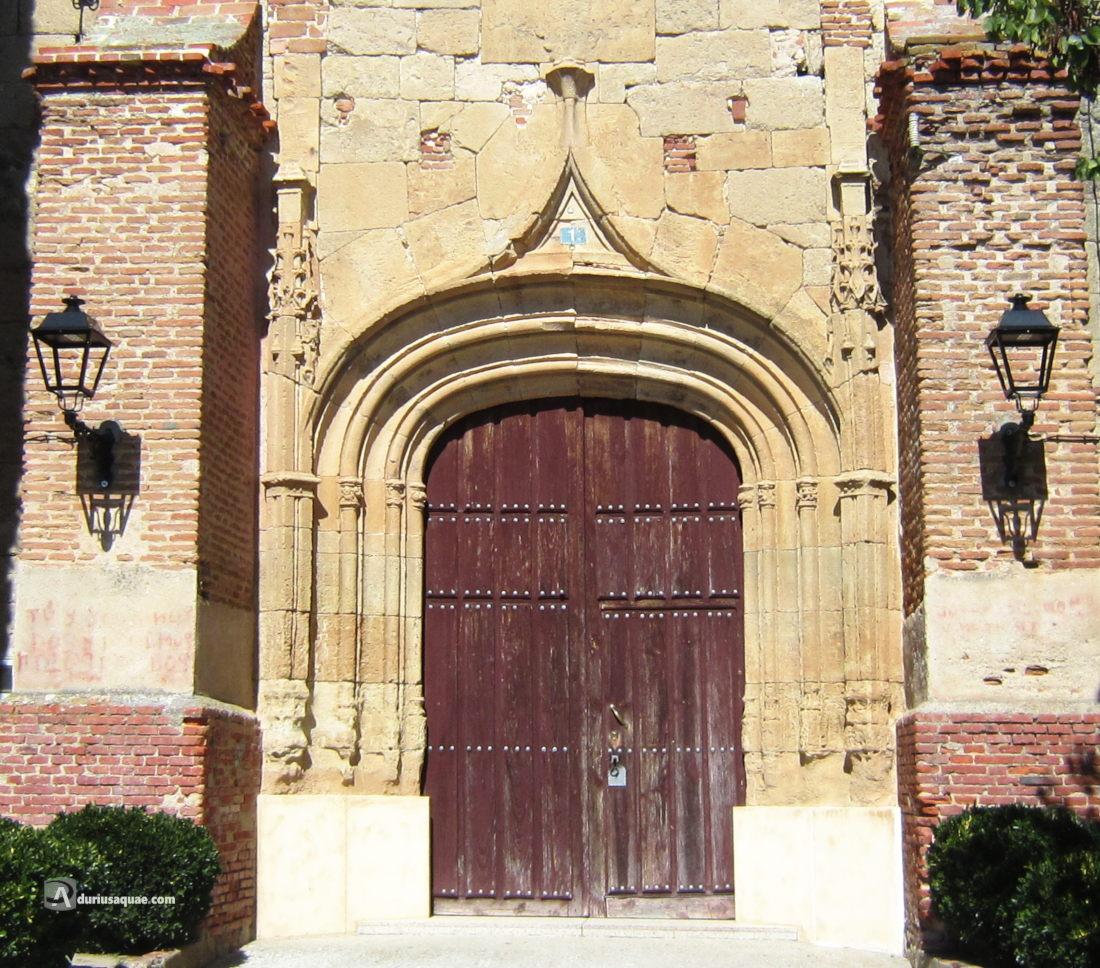 Tarazona de Guareña portada gótica de su iglesia